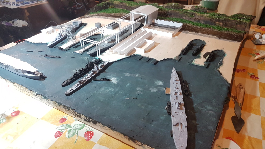 [Montage] Port/arsenal de Kure WWII - 1/700 - Page 4 20200669