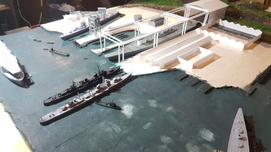 [Montage] Port/arsenal de Kure WWII - 1/700 - Page 4 20200670