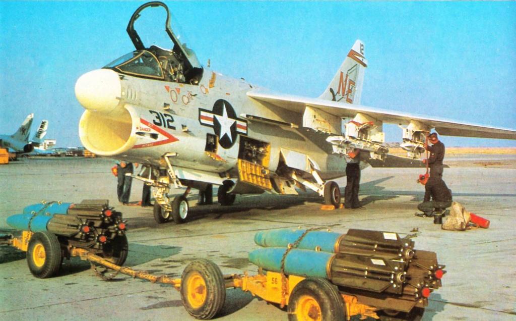 [Montage fini] A-7E Corsair II - 1/72 - Page 7 Br09cv10