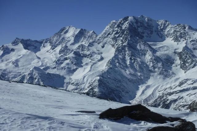 Comme quoi on peut encore faire du beau ski....! 0210