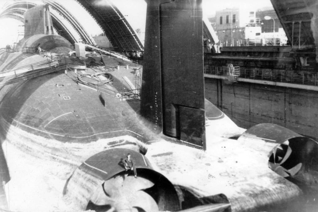 Alexander Engel  Russian typhoon  Submarine  - Page 2 K11