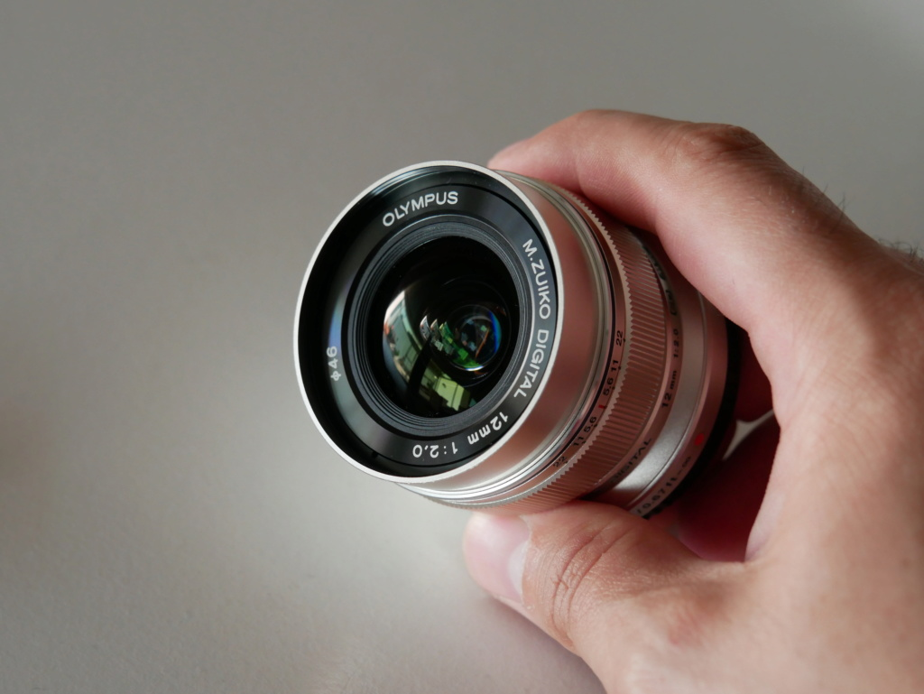 [VENDU] (3e Baisse de prix) Objectif Olympus M Zuiko 12mm F2 Silver 10303011