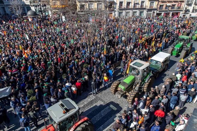 España, paraíso capitalista. Las condiciones de la lucha de clases y ... - Página 11 Toledo10