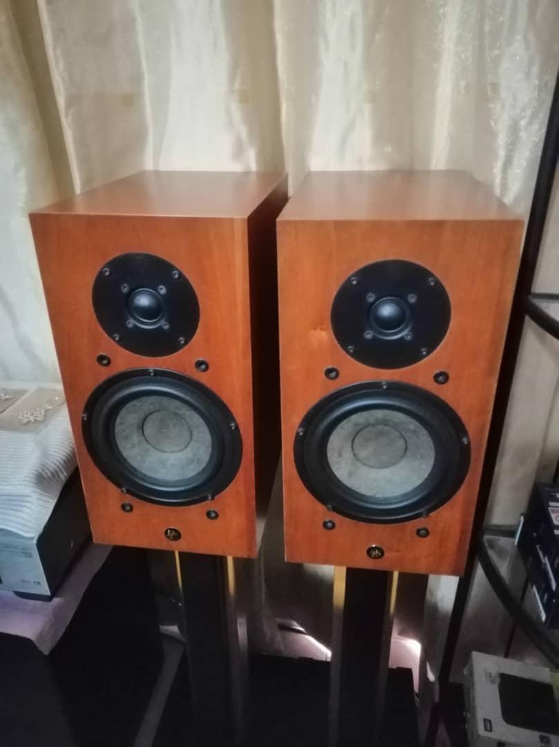 DLS R60 bookshelf speaker B0701a10