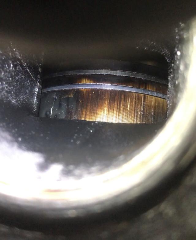 Fuite noire par l'échappement + fuite carbu Piston11