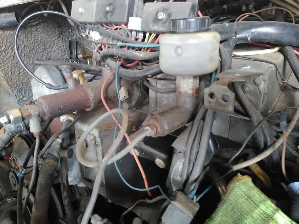 Tuyau BP reliant le bocal de liquide frein/embrayage au maître cylindre Img_2011