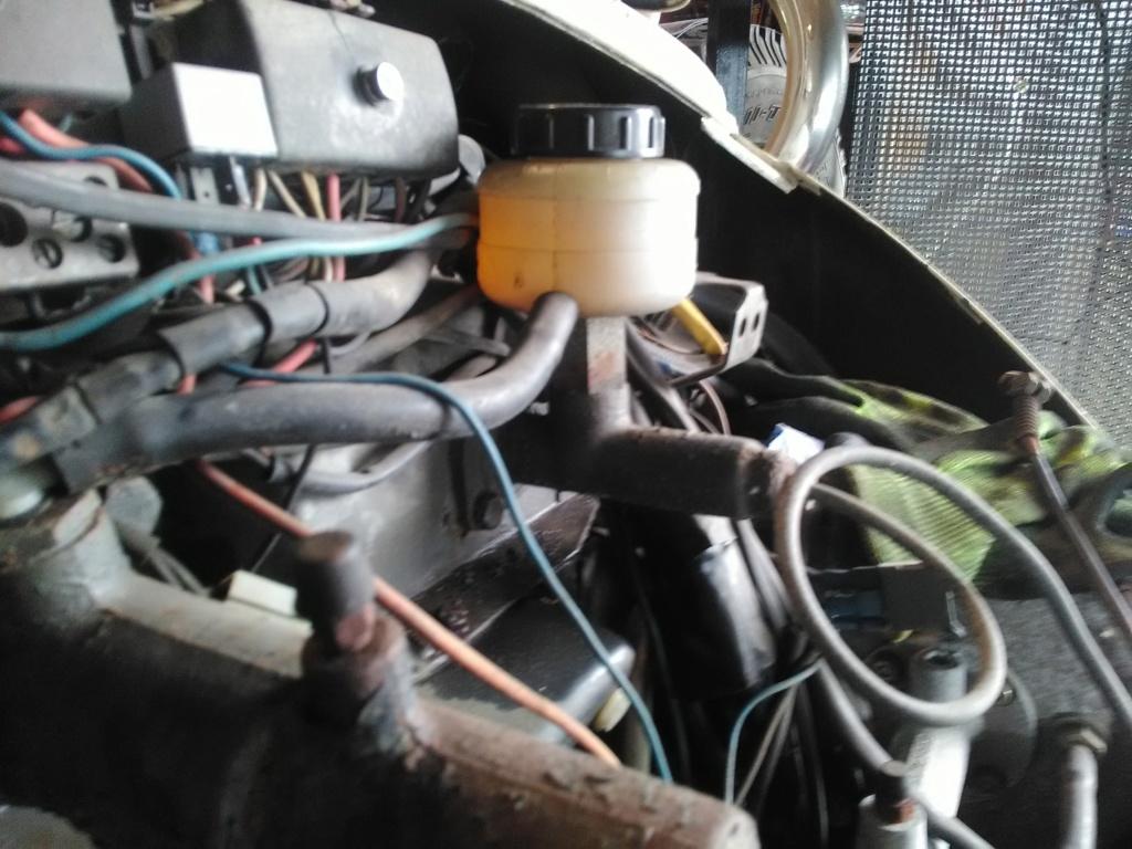 Tuyau BP reliant le bocal de liquide frein/embrayage au maître cylindre Img_2012