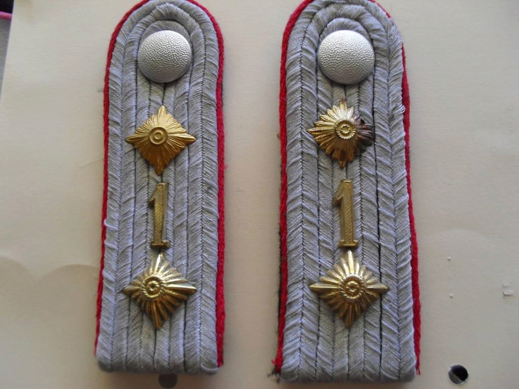 Identification épaulettes et autres... Lot_5610