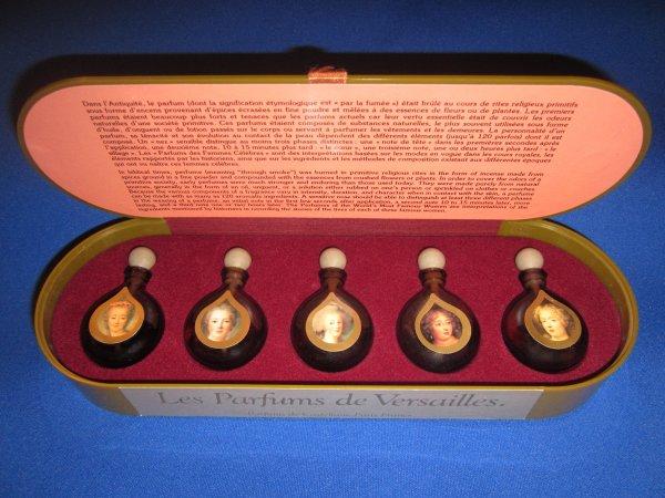 Les parfums inspirés par Marie-Antoinette - Page 3 32449011