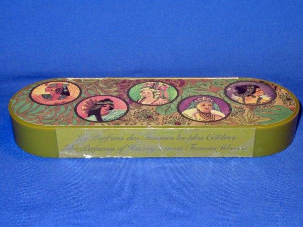 Les parfums inspirés par Marie-Antoinette - Page 3 33207215