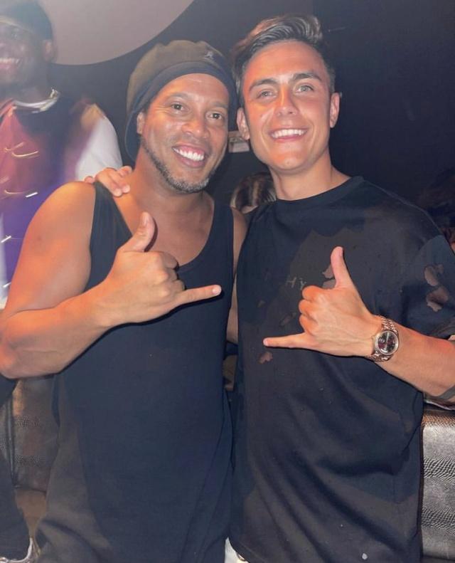 ¿Cuánto mide Ronaldinho? - Altura - Real height - Página 3 R2bpti10