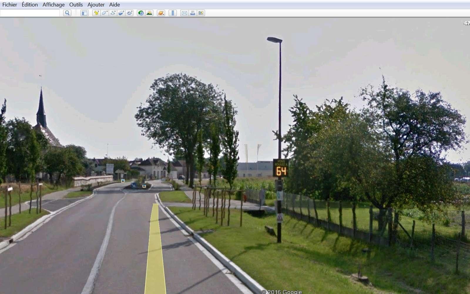 STREET VIEW : une Google Car dépasse la limitation de vitesse Tr111
