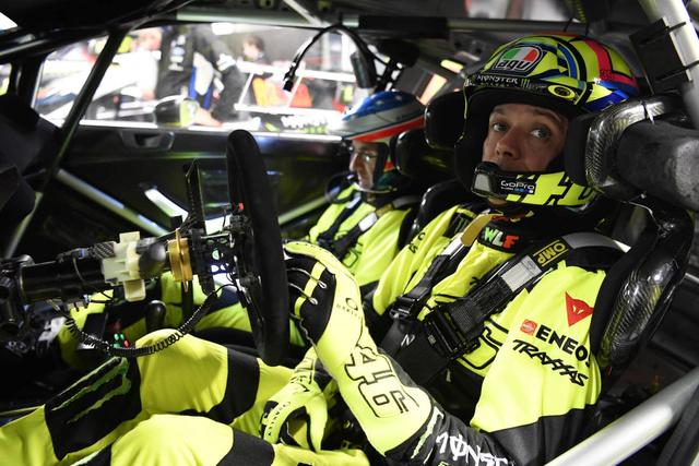 Rossi sur 4roues à MONZA gagne aussi ! Tin89611