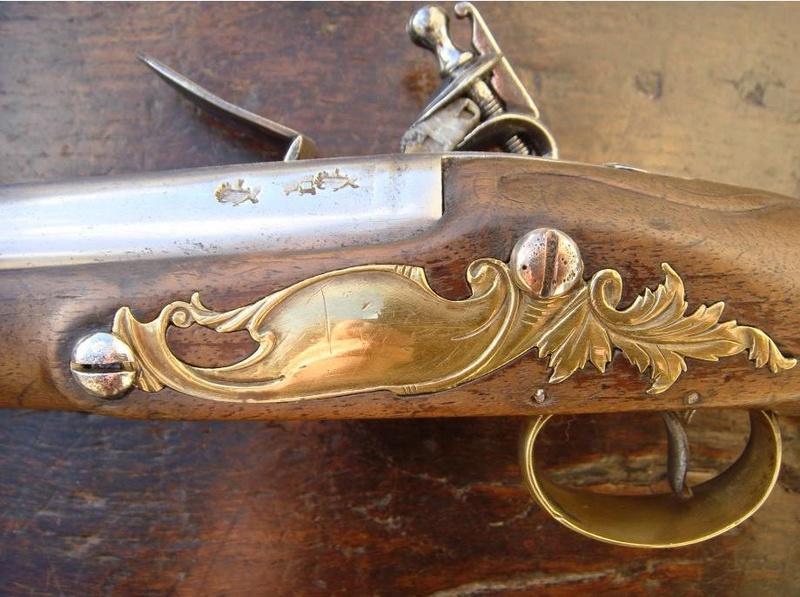 Identification poinçons et pistolet à silex. Contre10
