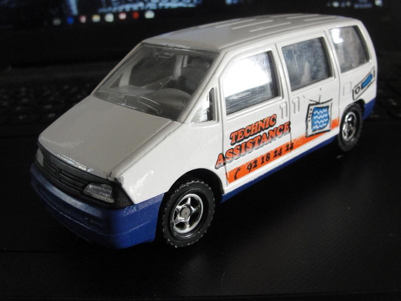 N°3031 Peugeot 806 ambulance Dsc00932
