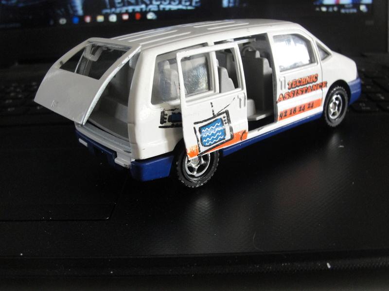 N°3031 Peugeot 806 ambulance Dsc00933