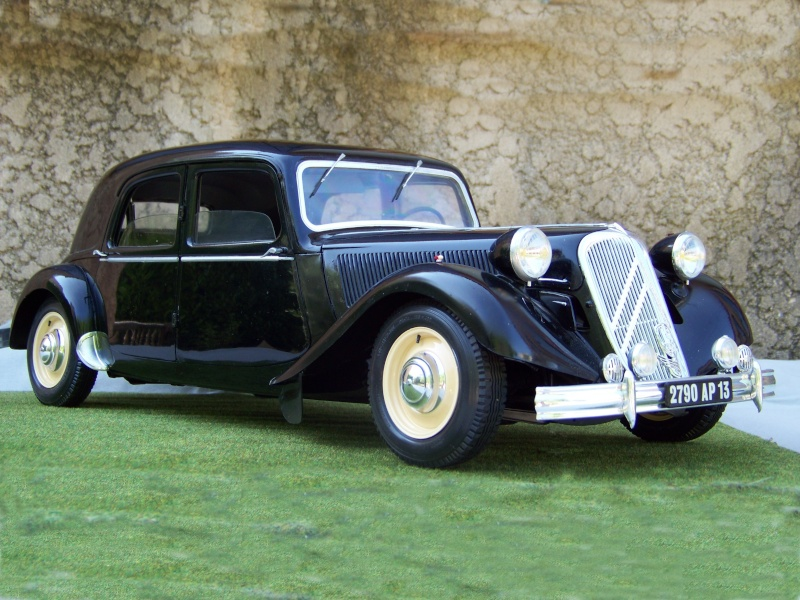 Citroën Traction Avant 15-6 au 1/8 100_6410