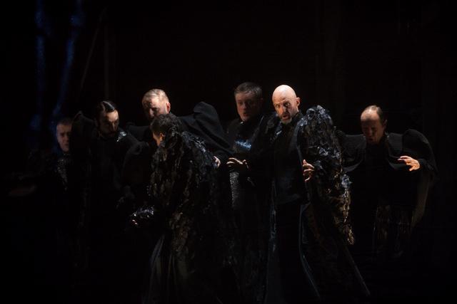 Opera Royal de Wallonie - Page 8 Costum10