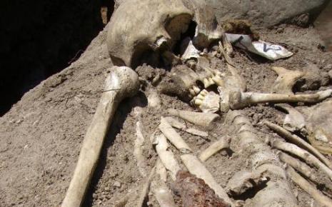 """Bulgarie : un nouveau squelette de """"vampire"""" découvert Vampir10"""