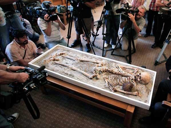 """Bulgarie : un nouveau squelette de """"vampire"""" découvert Vampir11"""