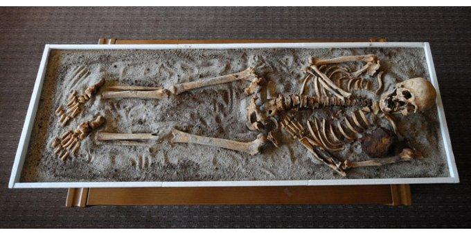 """Bulgarie : un nouveau squelette de """"vampire"""" découvert Vampir12"""
