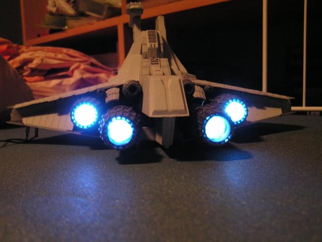 équiper une maquette de vaisseau spatial en fibre optique Pict0010