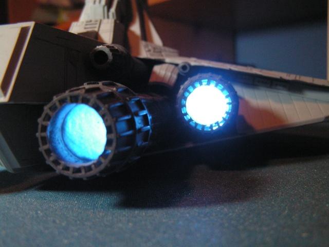 équiper une maquette de vaisseau spatial en fibre optique Pict0013