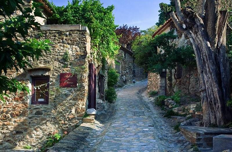 Pyrénées Orientales (66) Castelnou à 10 km de Nefiach/PKG/* Castel10
