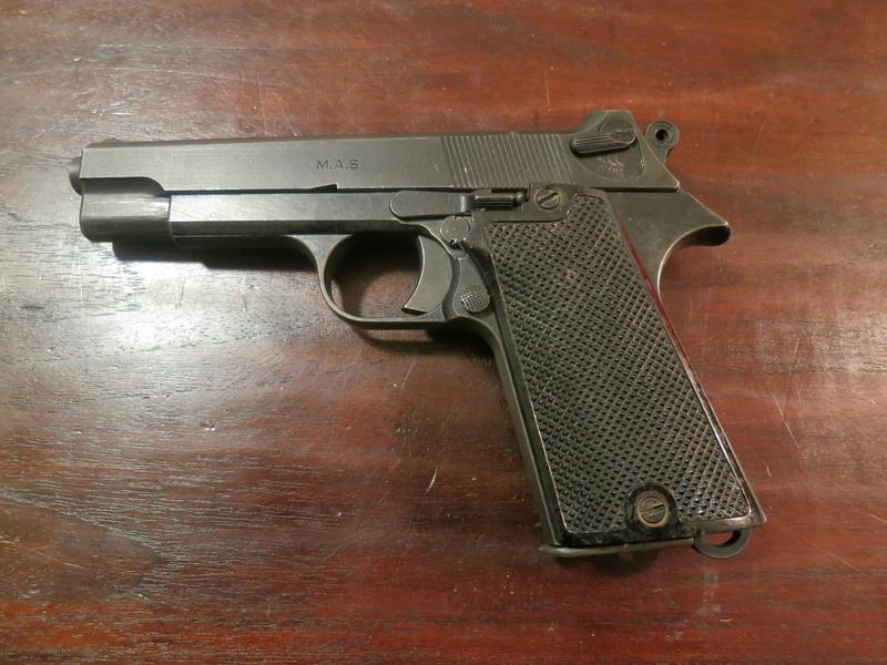 """Pistolet réglementaire MAS Modèle 1935 """"S"""" Img_2235"""