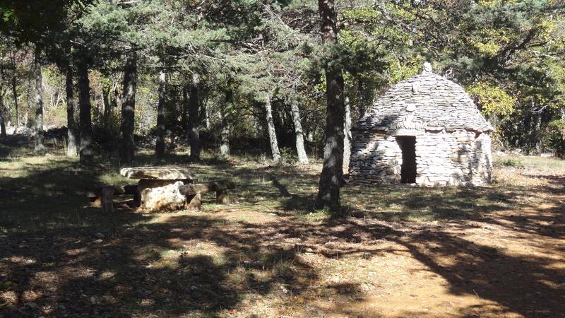 Jolie randonnée autour de plusieurs aiguiers...et cabanons pointus dits Bories Aiguie65