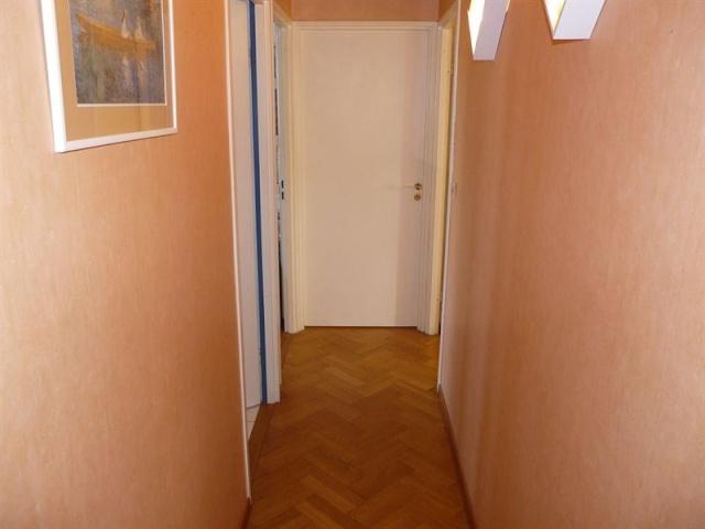 et un couloir original de plus et un. Black Bedroom Furniture Sets. Home Design Ideas