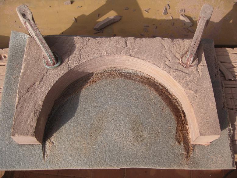 Construcció d'una boca de tunel de pedra (vermella)-(FFCC de la Terrassa) Arc_510
