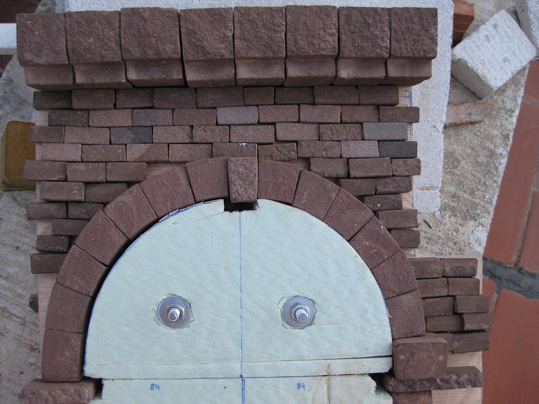 Construcció d'una boca de tunel de pedra (vermella)-(FFCC de la Terrassa) Xx_310
