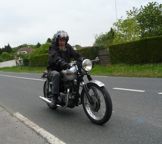 Galerie motos des fofoteurs * Triump11