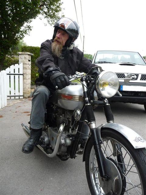 Galerie motos des fofoteurs * Triump12