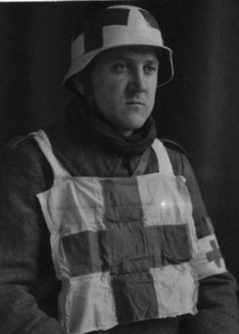 1944-1945. suite ,suite et fin avec Flak 38 - Page 3 Infirm11