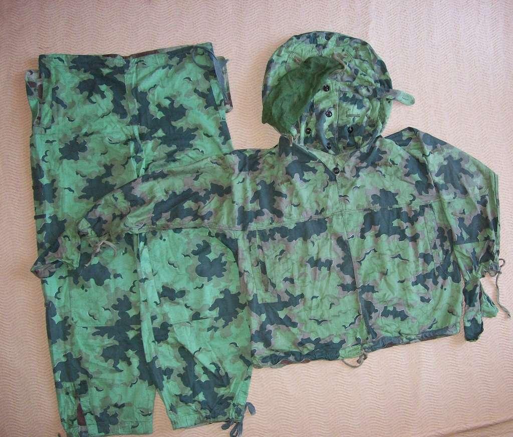 Summer camouflage oversuit with spots - variant 1 - 4 (Letní maskovací oděv se skvrnami - varianta 1 - 4) 100_8112