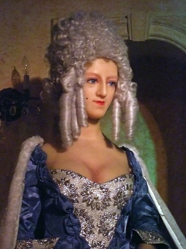Marie Antoinette, chez Madame Tussaud - Page 3 25242510