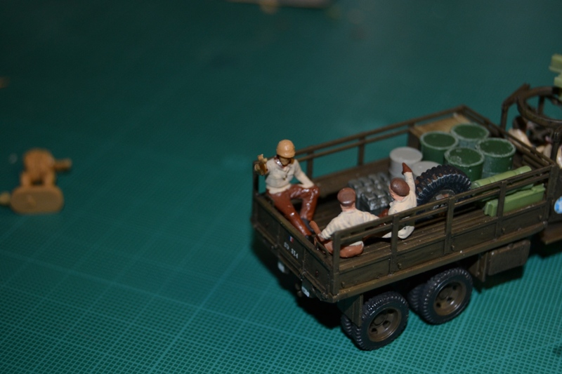"La 2ème DB ""Jeep - GMC CCKW353 - Sherman M4a2""  [Heller 1/72] - Page 3 Dsc_0212"