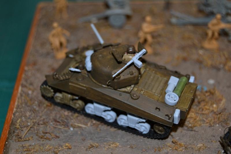 "La 2ème DB ""Jeep - GMC CCKW353 - Sherman M4a2""  [Heller 1/72] - Page 3 Dsc_0217"
