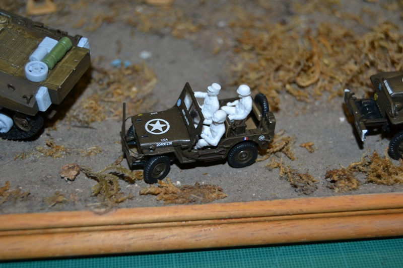 "La 2ème DB ""Jeep - GMC CCKW353 - Sherman M4a2""  [Heller 1/72] - Page 3 Dsc_0218"