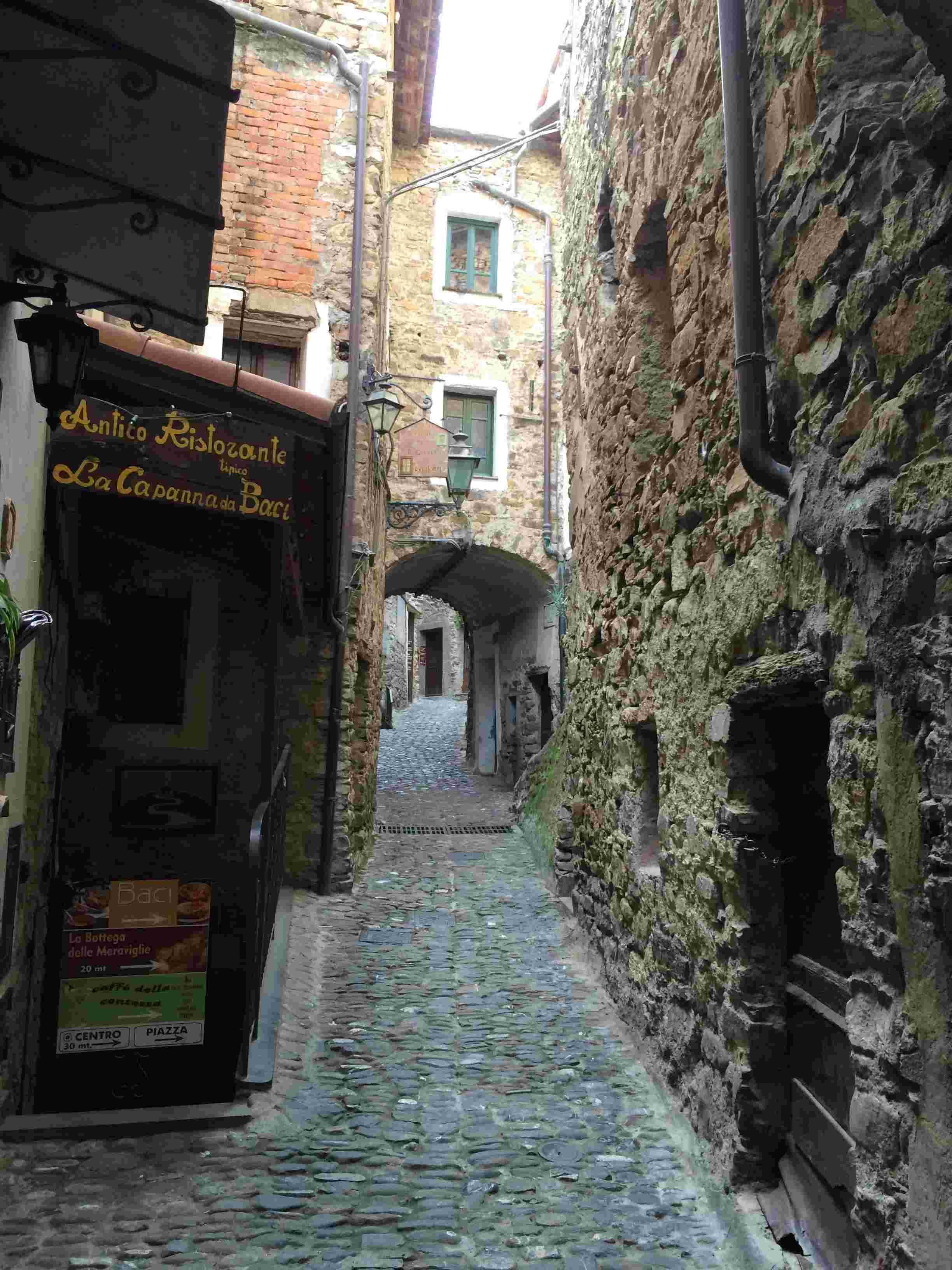 Apricale, le plus beau village d'Italie Aprica12