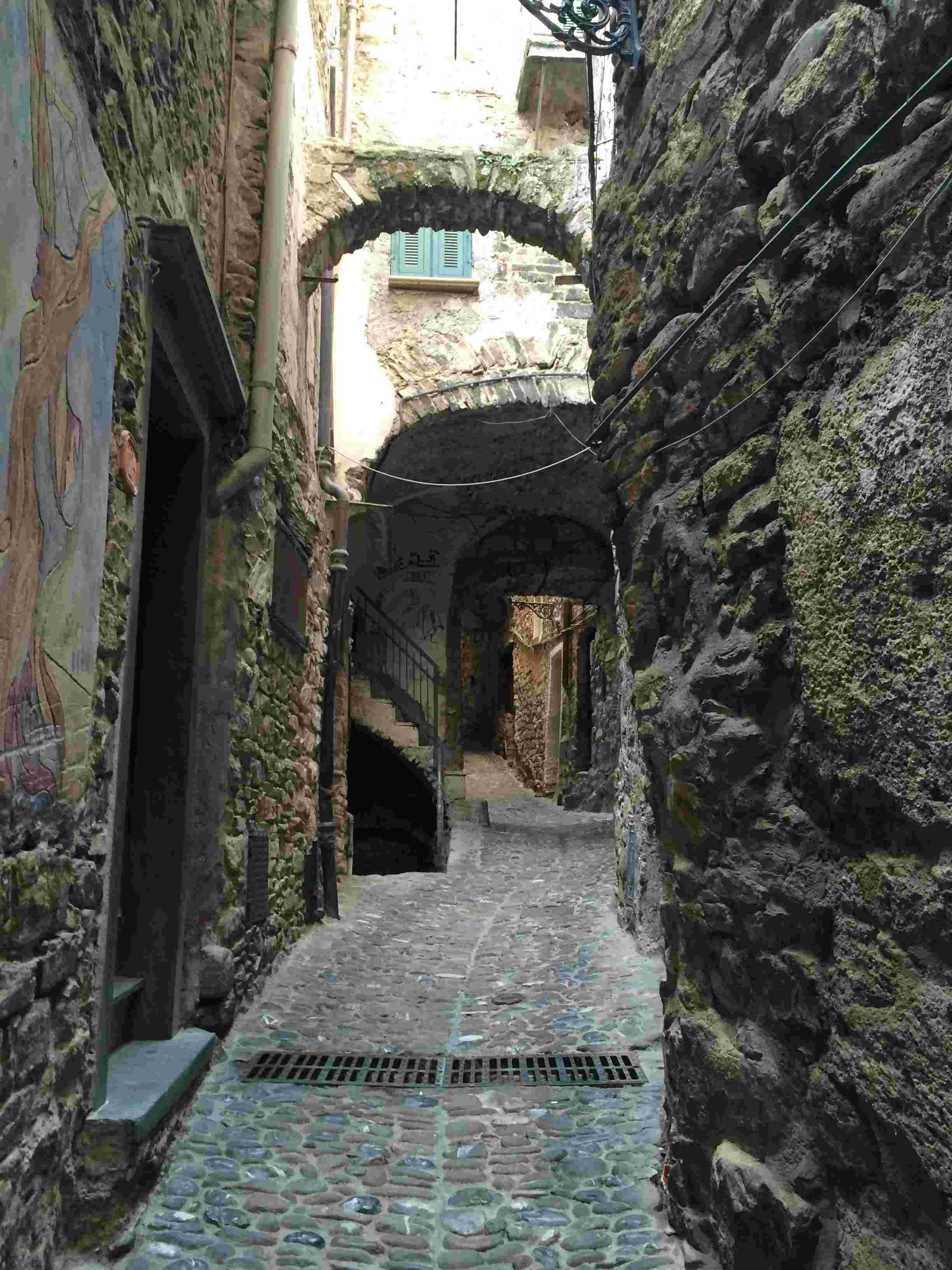 Apricale, le plus beau village d'Italie Aprica16