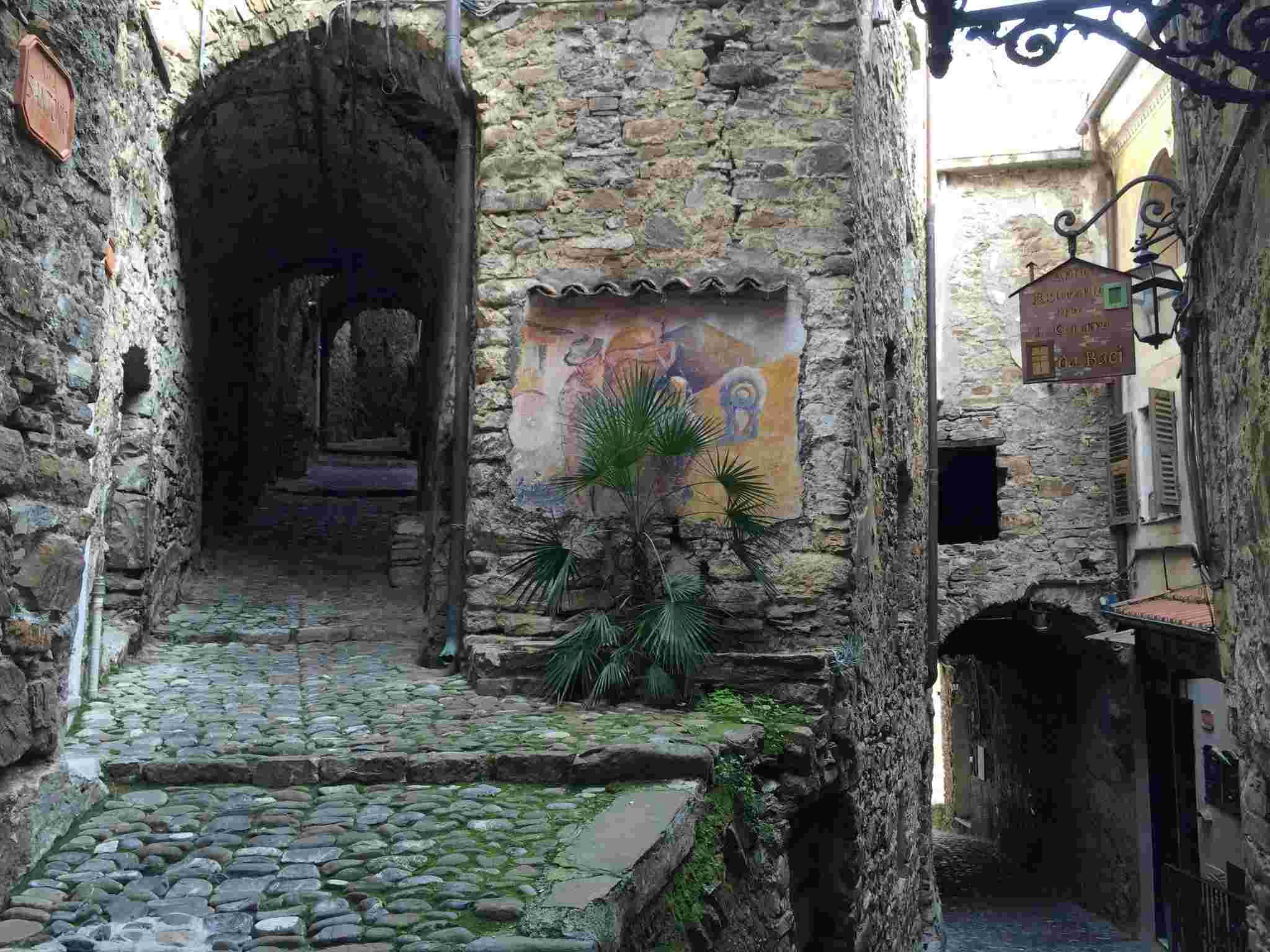 Apricale, le plus beau village d'Italie Aprica17
