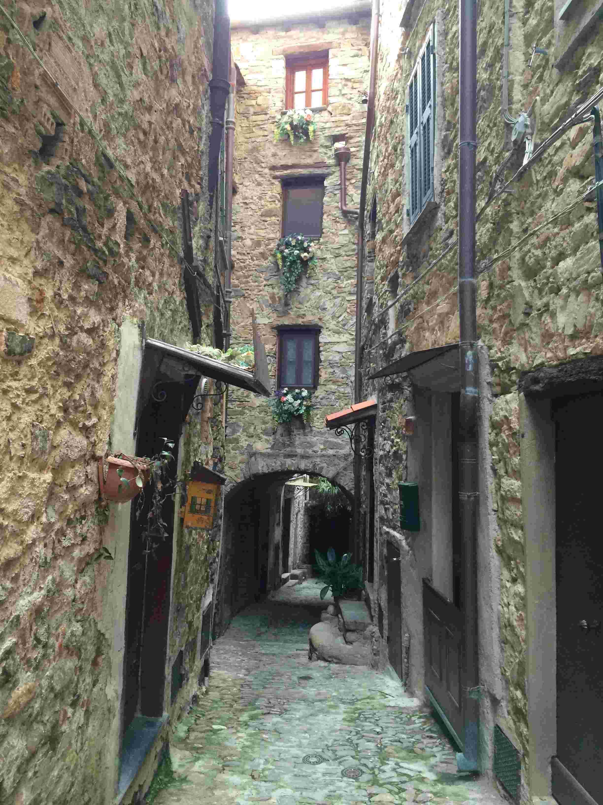 Apricale, le plus beau village d'Italie Aprica24