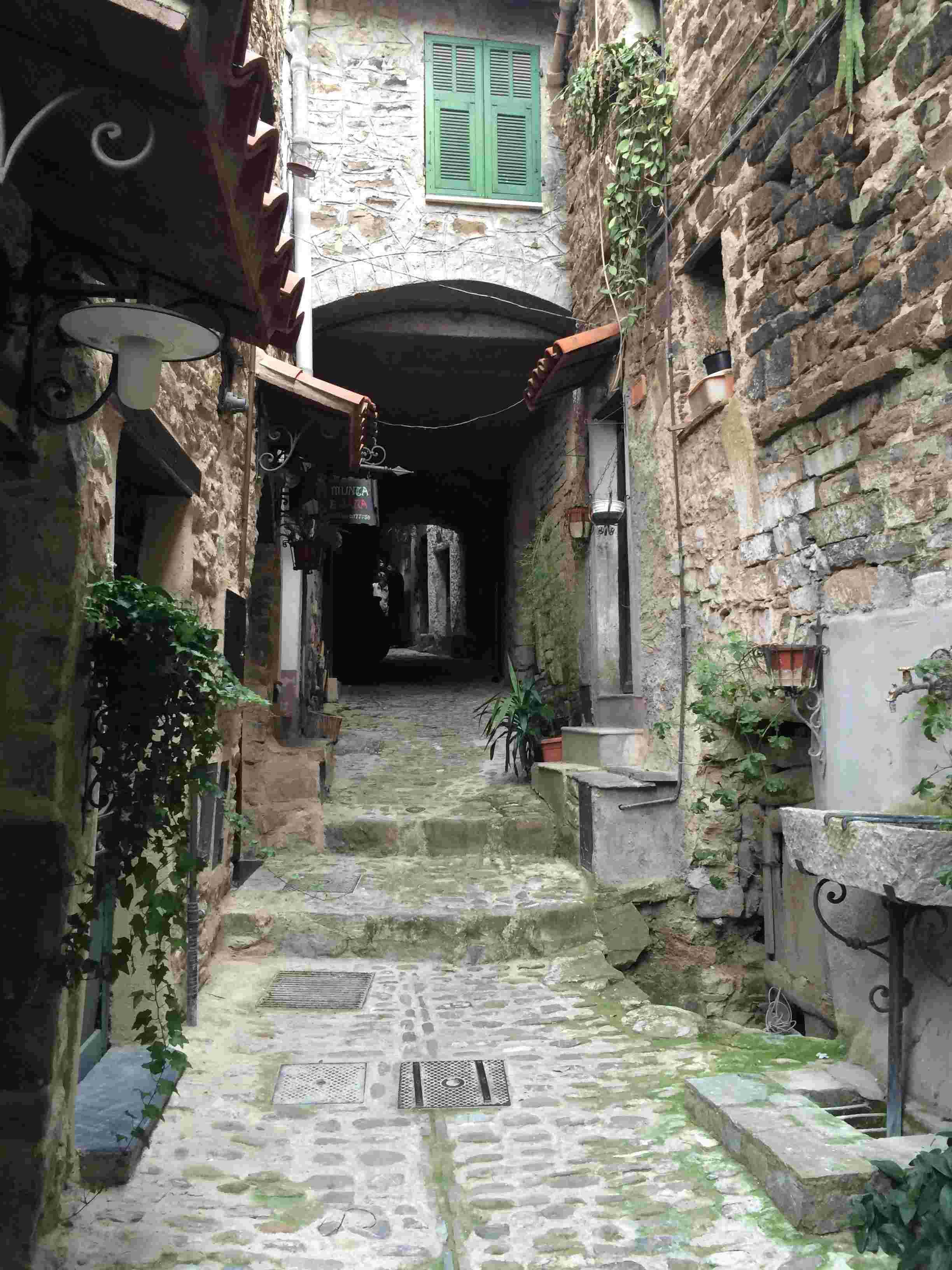 Apricale, le plus beau village d'Italie Aprica25