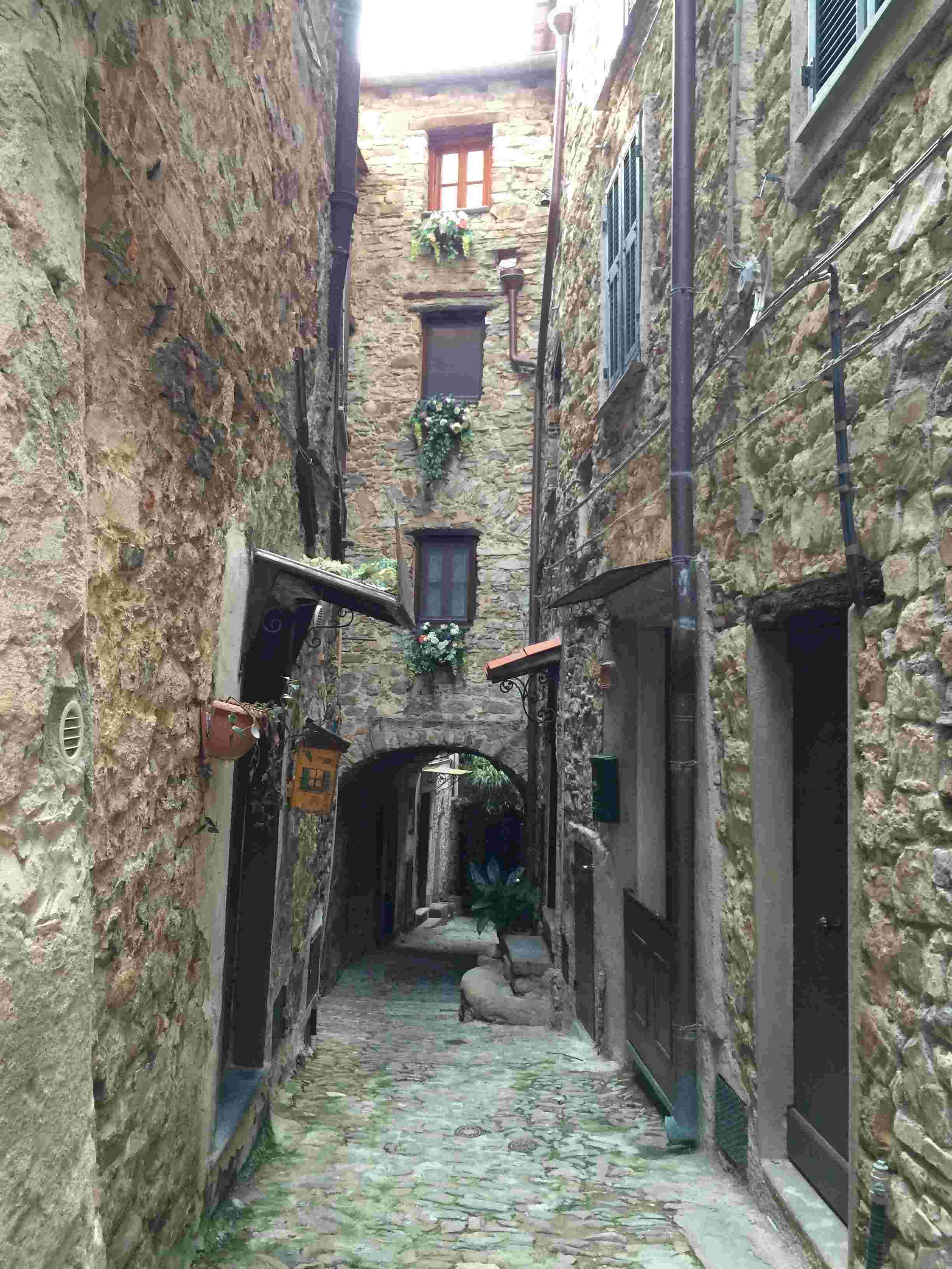 Apricale, le plus beau village d'Italie Aprica28