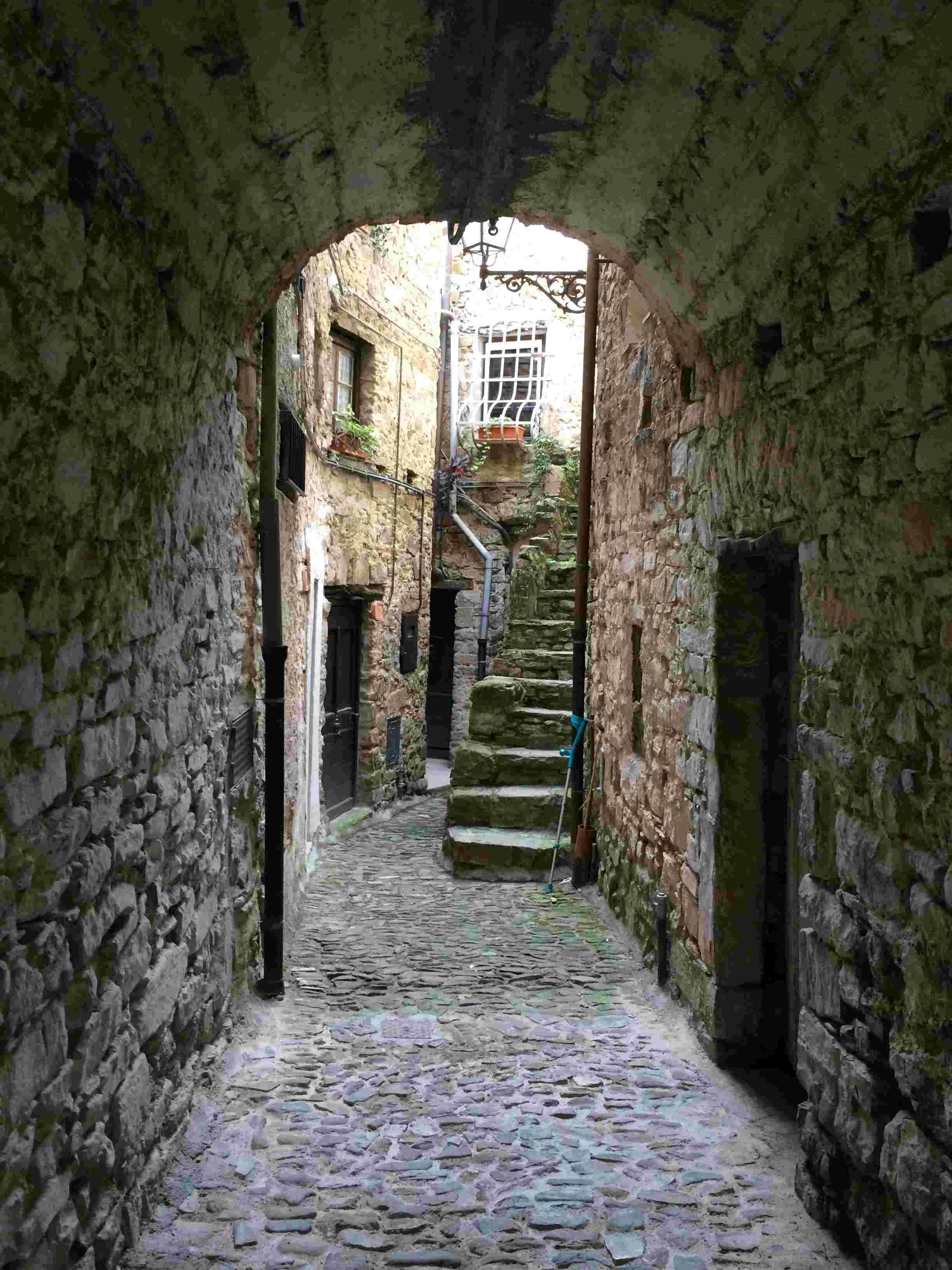 Apricale, le plus beau village d'Italie Aprica31