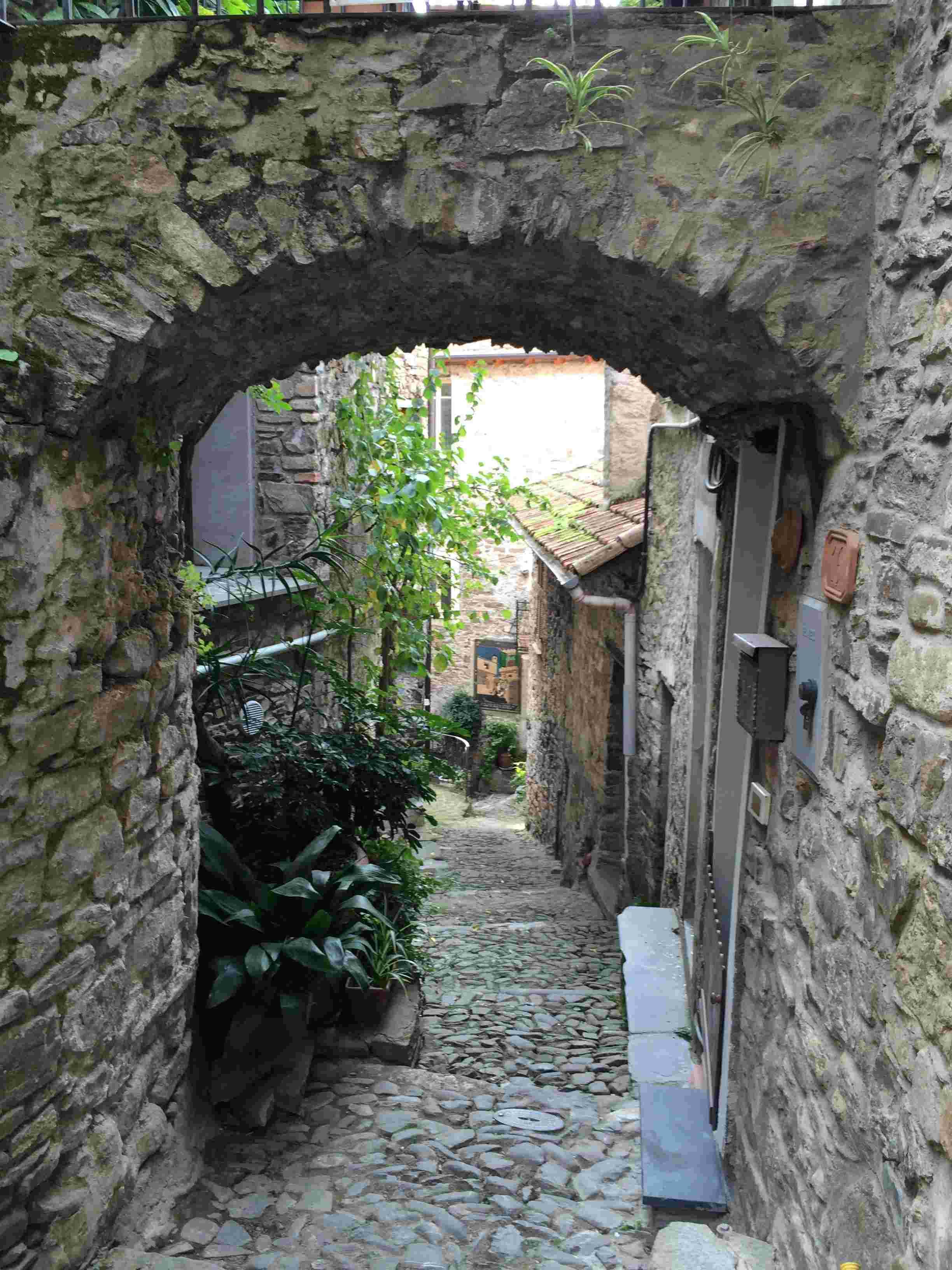 Apricale, le plus beau village d'Italie Aprica32