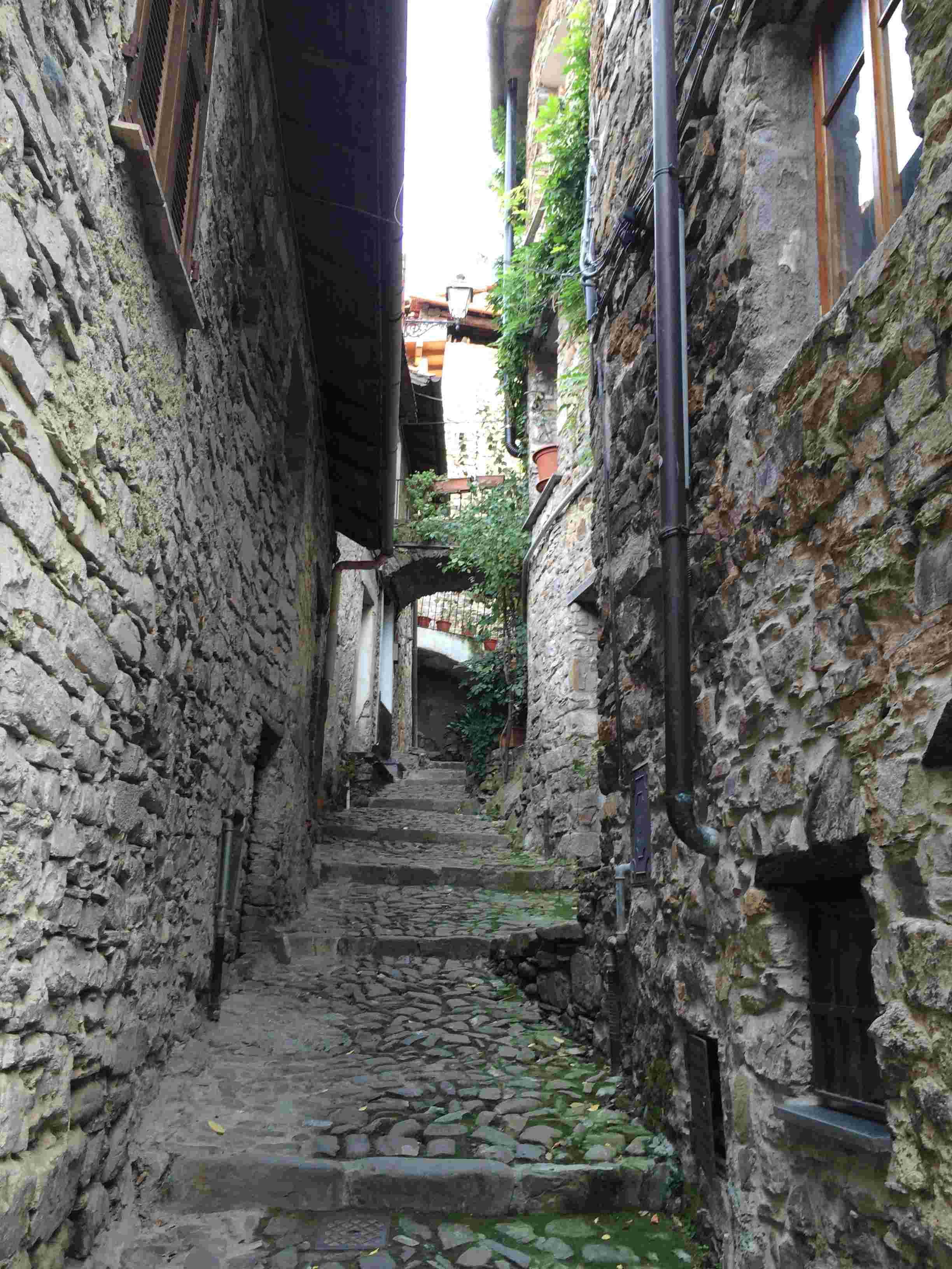 Apricale, le plus beau village d'Italie Aprica33